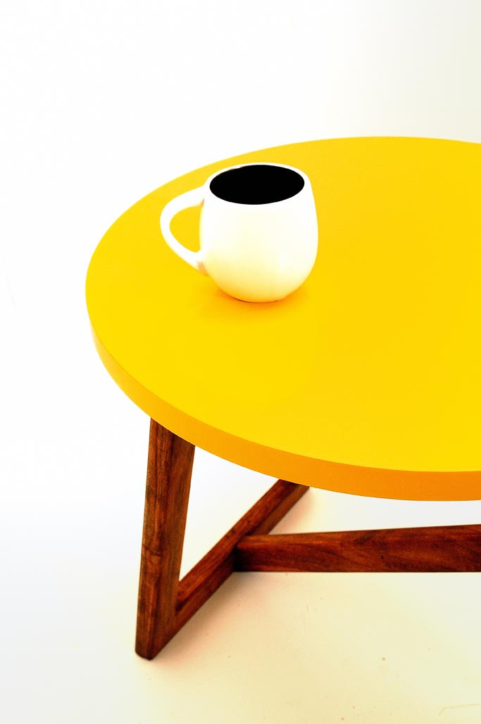 TABLE BASSE / JAUNE